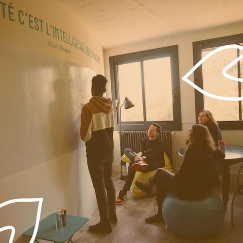 Atelier de créativité dans la salle