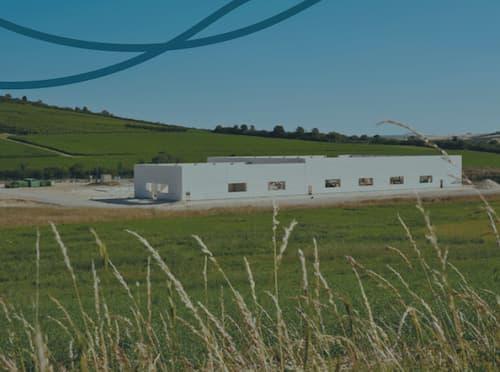 L'usine en cours de construction à Saint Bris