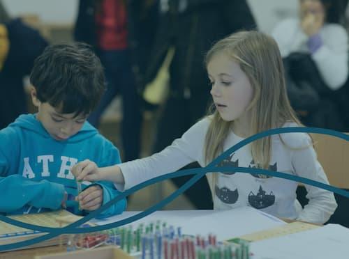 Enfants à l'école Montessori