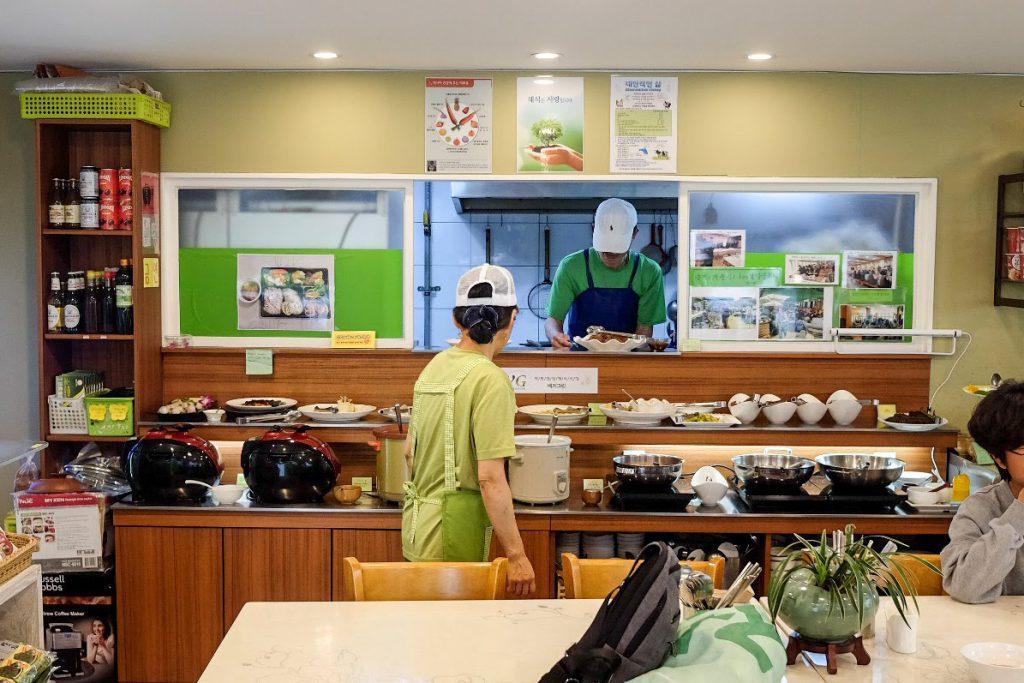 vegan-seoul-guide-veg-green-decor