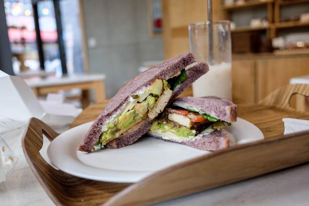 vegan-seoul-guide-yummyyomil-avocado-bean-curd-sandwich