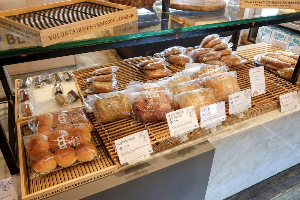 vegan-bakery-the-bread-blue-seoul-storefront-bread-2