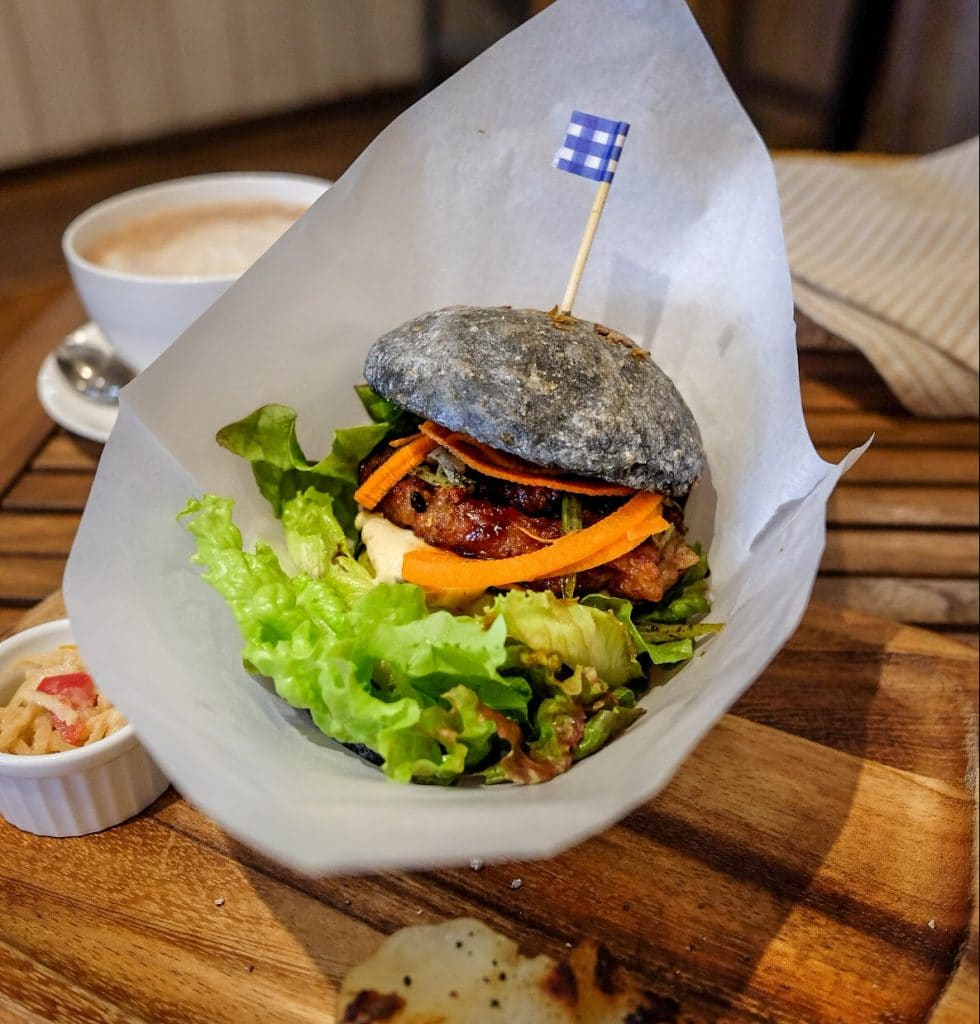 vegan-tokyo-guide-veganic-to-go-natto-burger-2