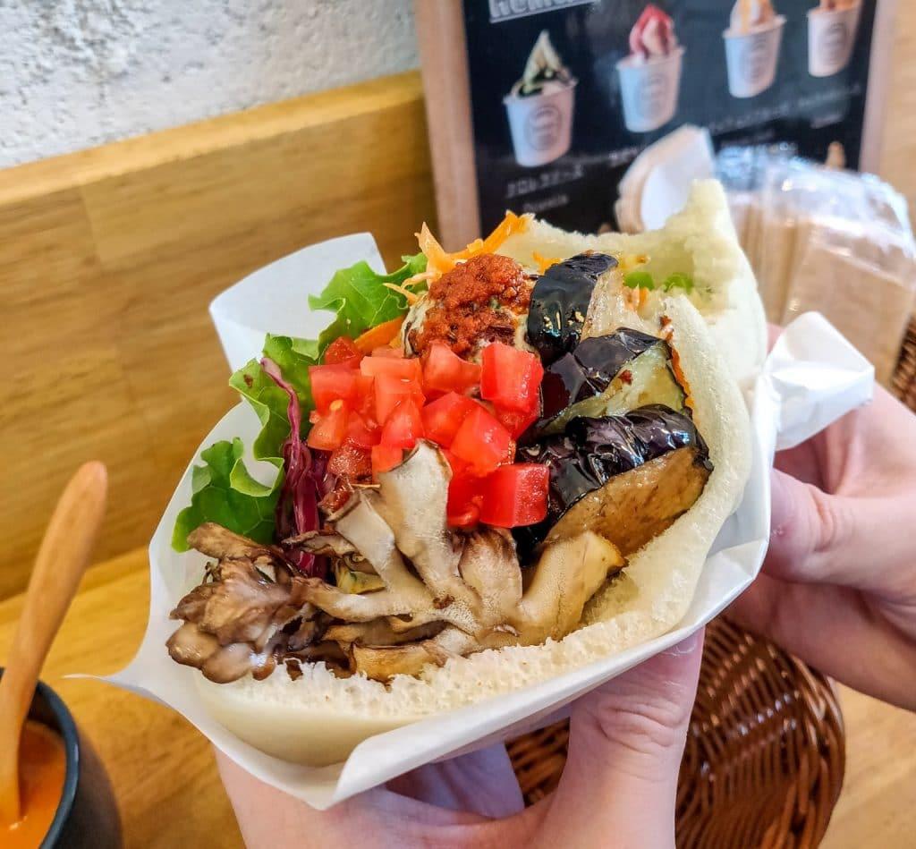 ballon-tokyo-vegan-falafel-sandwich