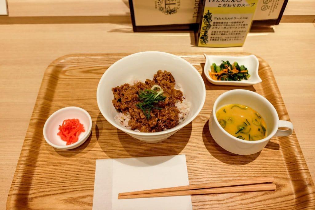 vegan-tokyo-guide-narita-airport-ts-tantan-beef-bowl-1