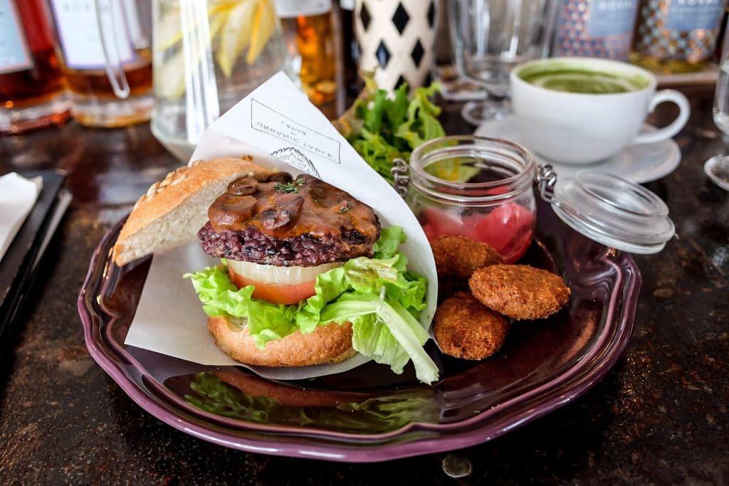 tokyo-vegan-guide-organic-table-by-lapaz-burger-set
