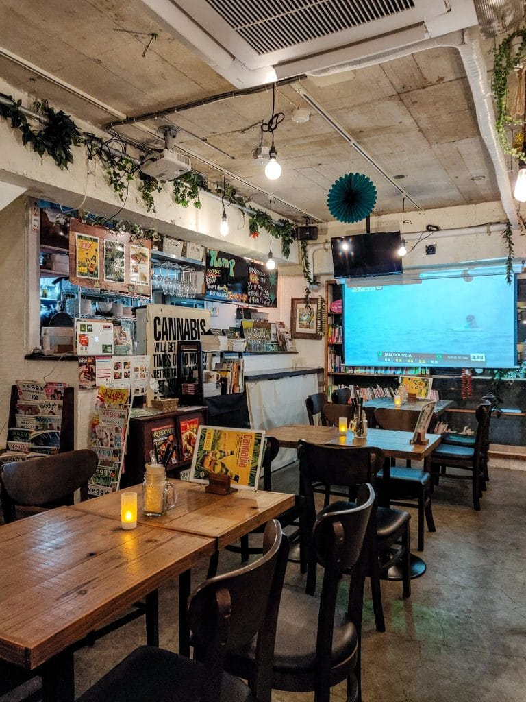 hemp-cafe-tokyo-vegan-decor