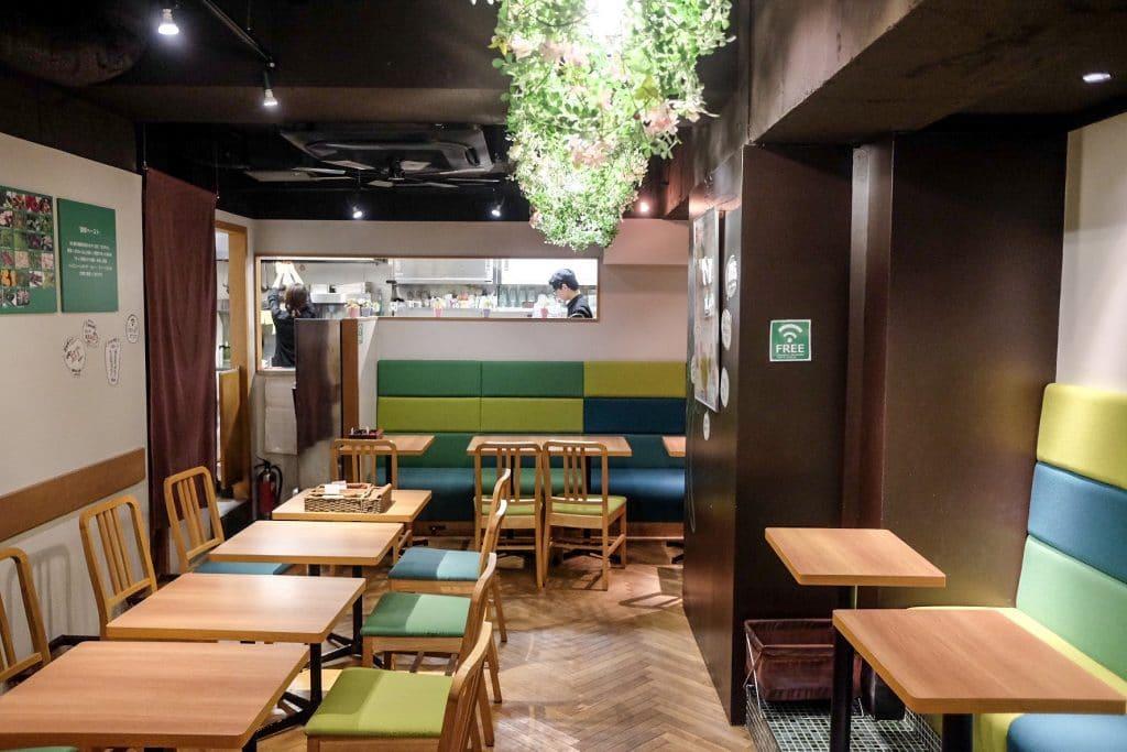 tokyo-vegan-guide-koso-cafe-decor