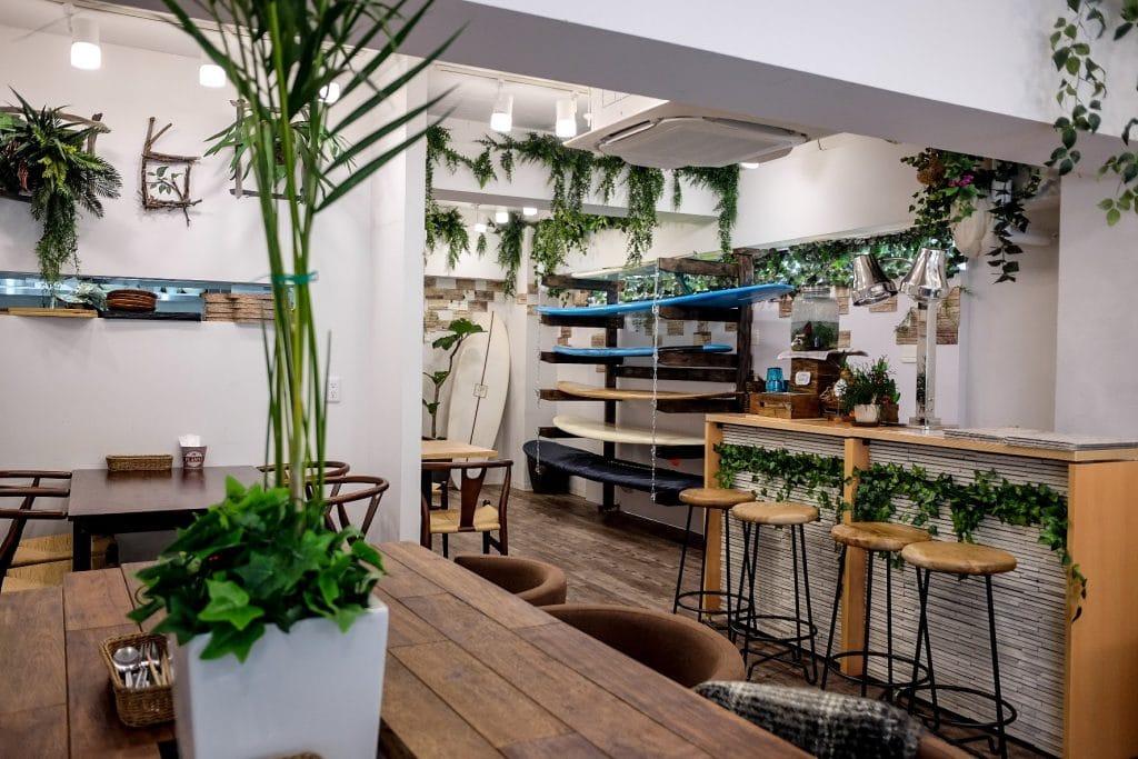 tokyo-vegan-guide-cafe-hiroo-decor-1