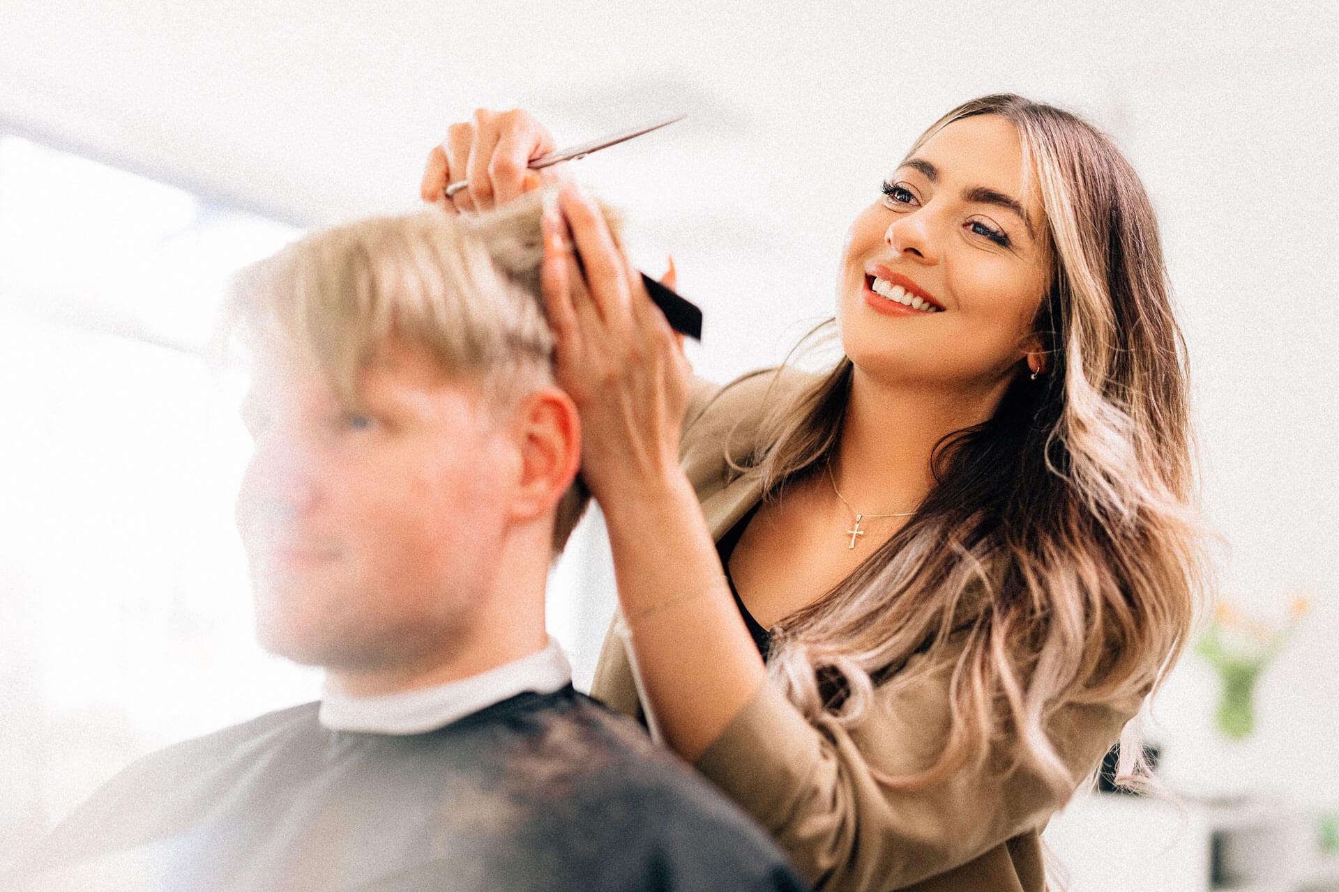 Männer Haarschnitt bei Le Salon in Oldenburg