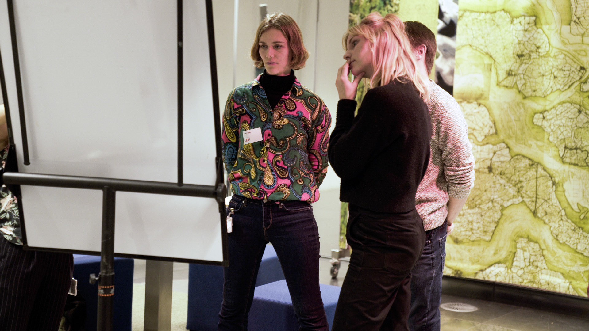 Lena as a lecturer guiding a workshop with the client.