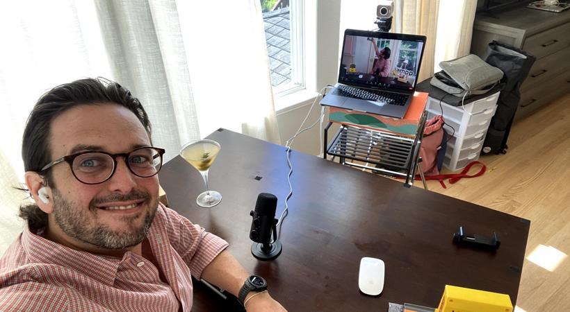 Diego Meller, Jampp's co-founder filming Jamppers in Quarantine Drinking Cocktails