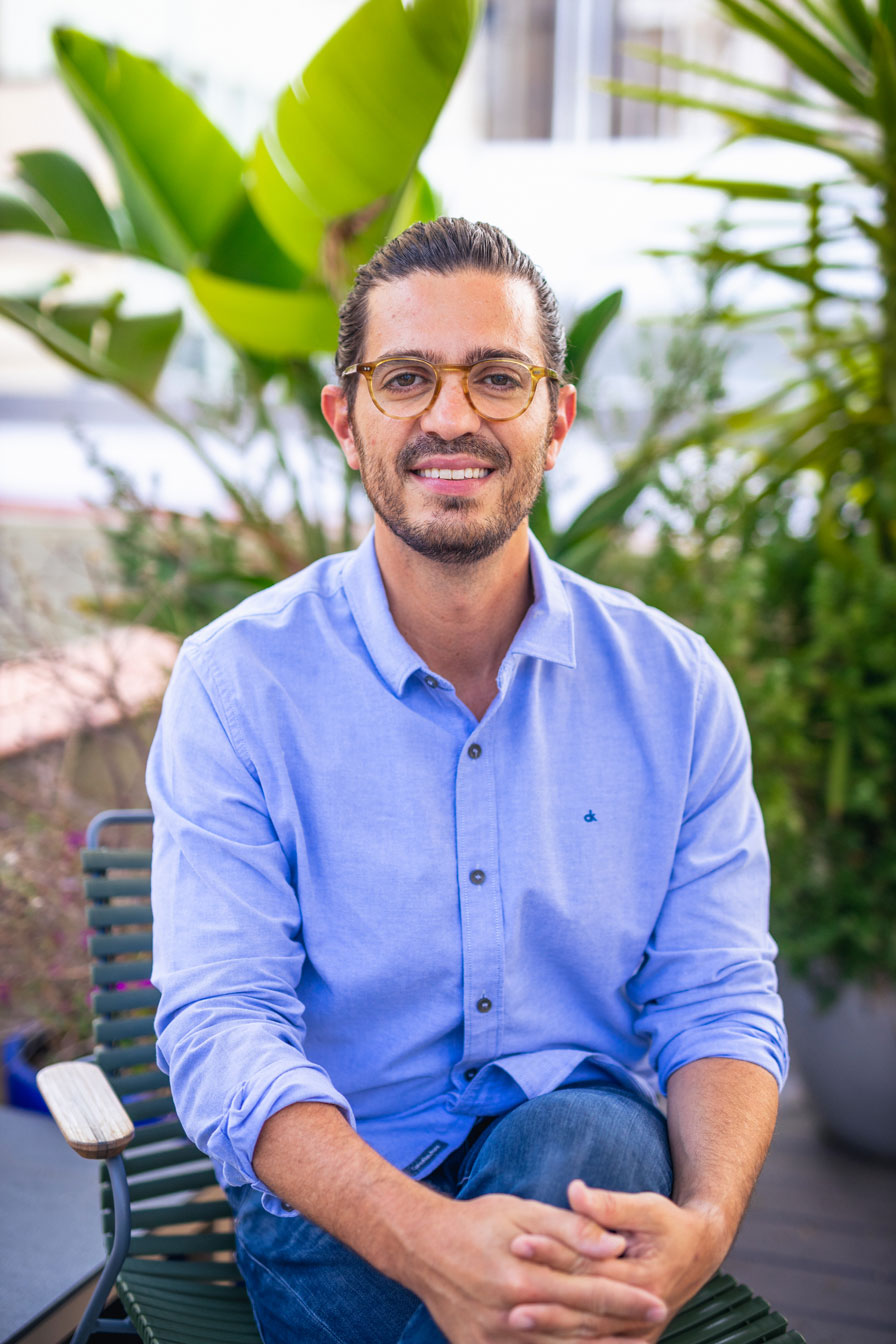 Portrait photograph of Javi, CEO and founder of Oliva