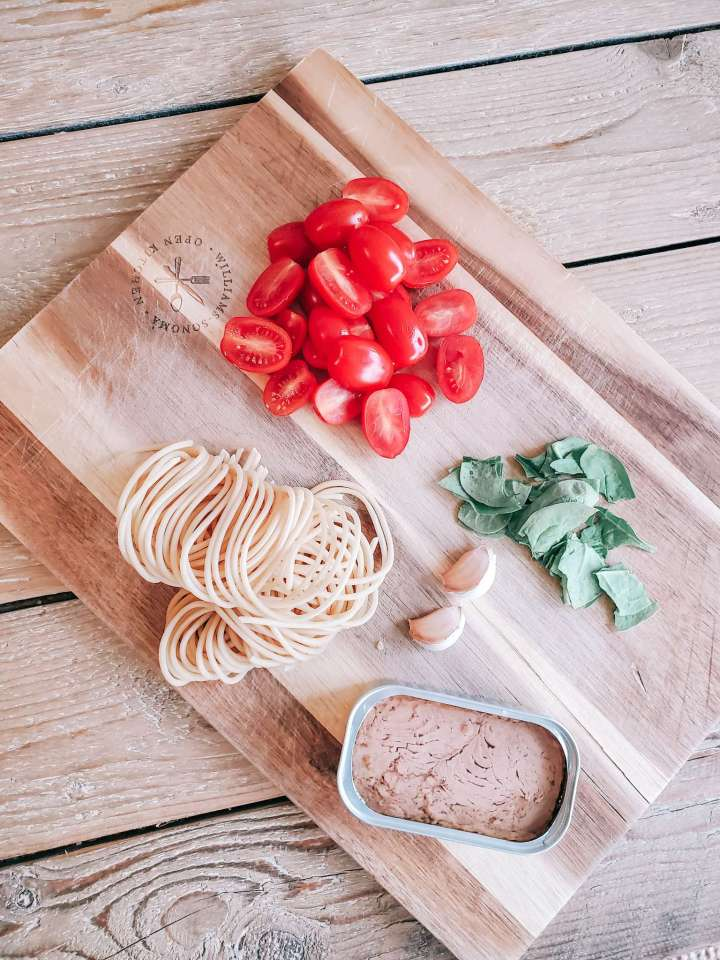 Tuna pasta ingredients