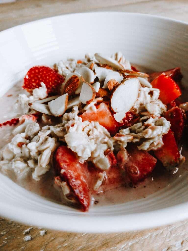 Mixed berry overnight oats