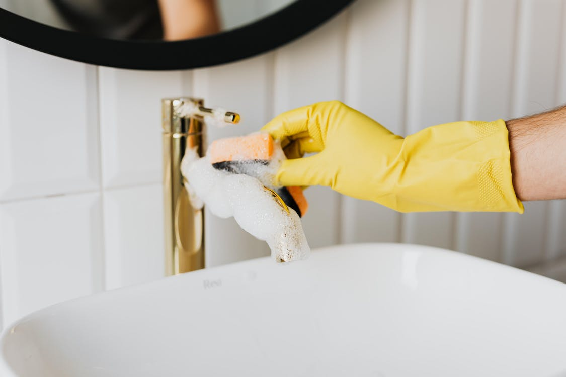 Clean sinks and faucets