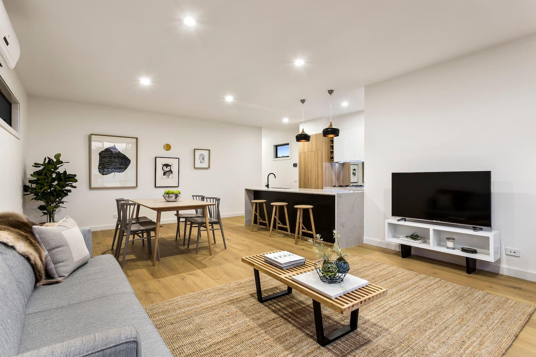 Lavish fit-outs, bright interiors 304 Rossmoyne Street