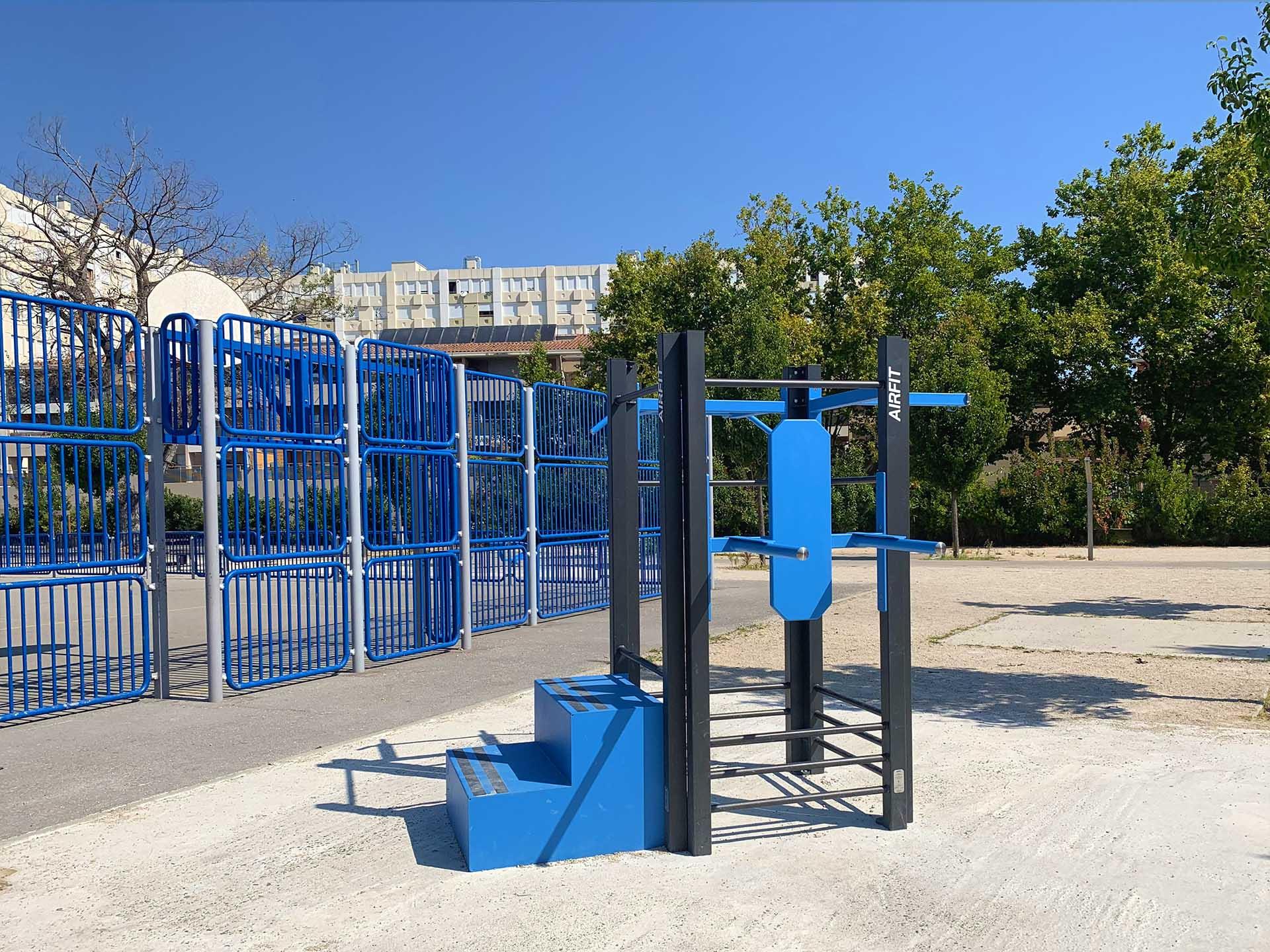 Photo de l'aire de fitness connectée à proximité du nouveau city-stade à Avignon