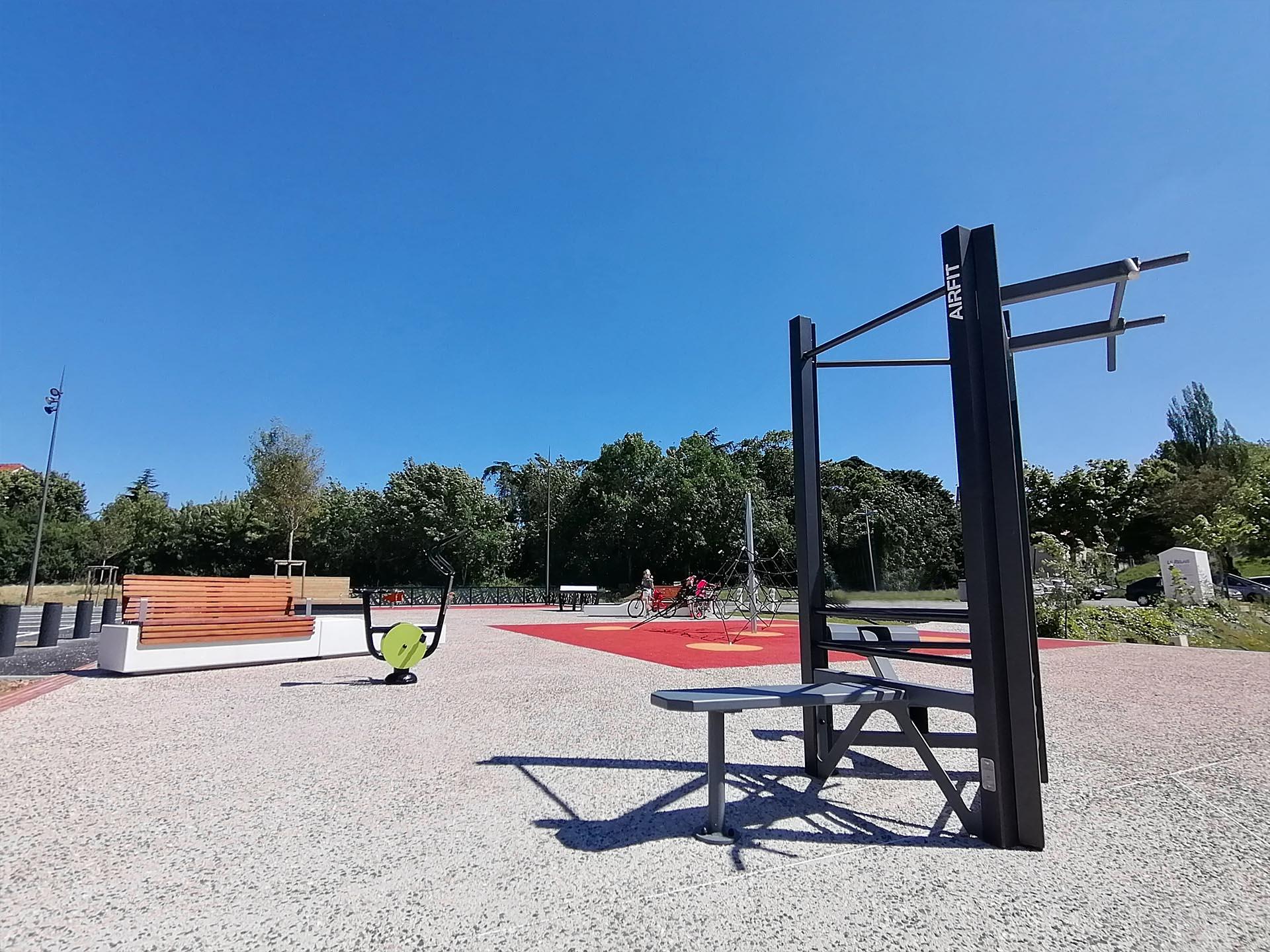 Photo de l'équipement fitness AirFit sur l'esplanade de la fraternité - Nailloux