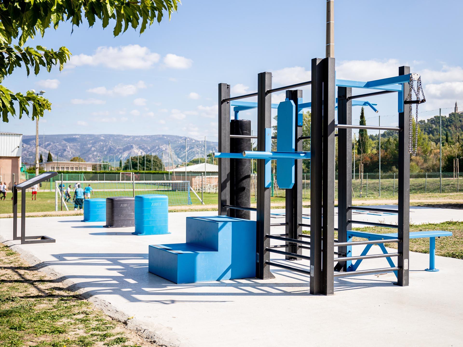 Photo de l'aire de fitness d'Orgon à proximité du stade de football
