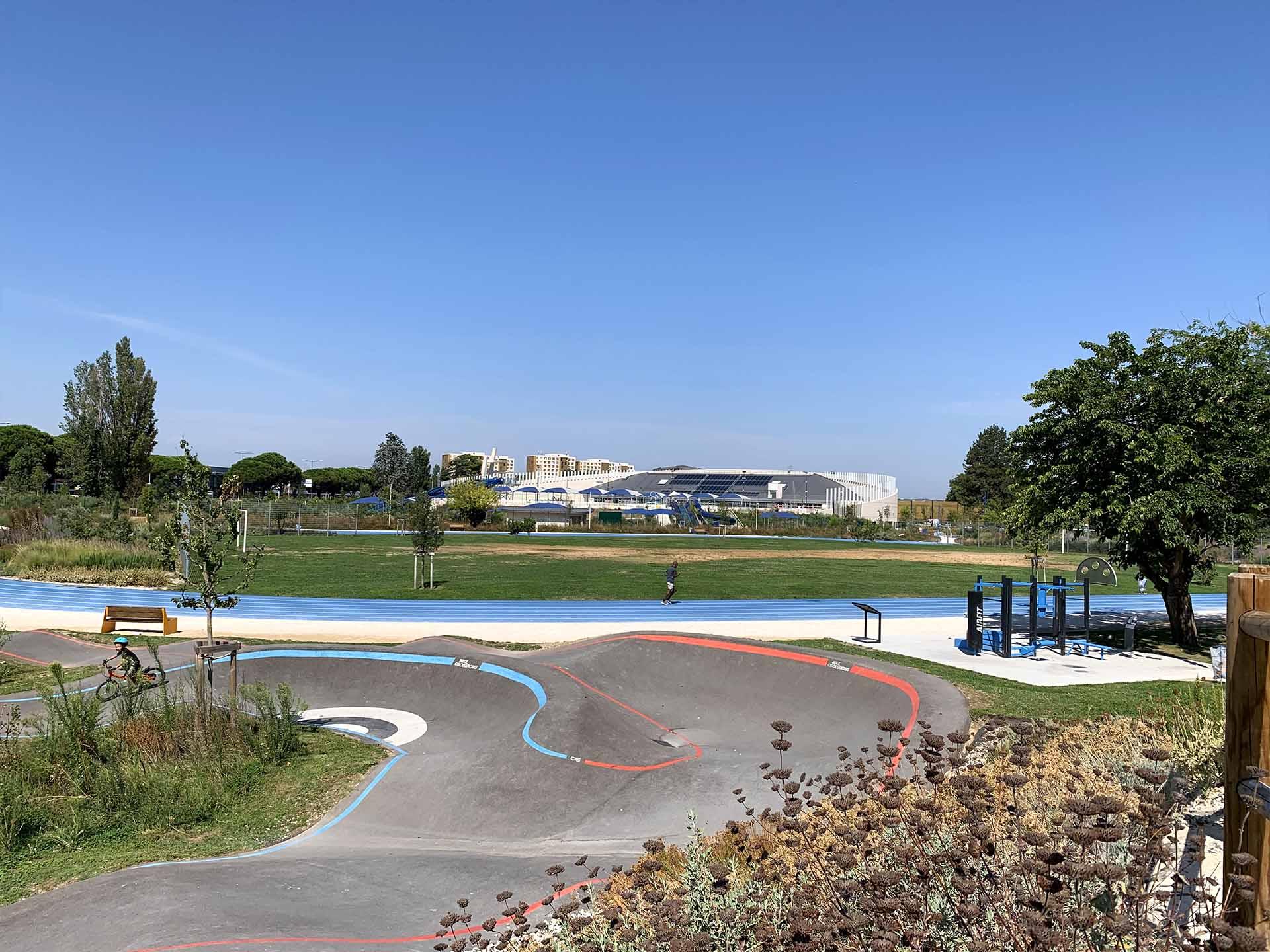Photo de l'aire de Fitness du Parc des Sports d'Avignon à côté du Pumptrack