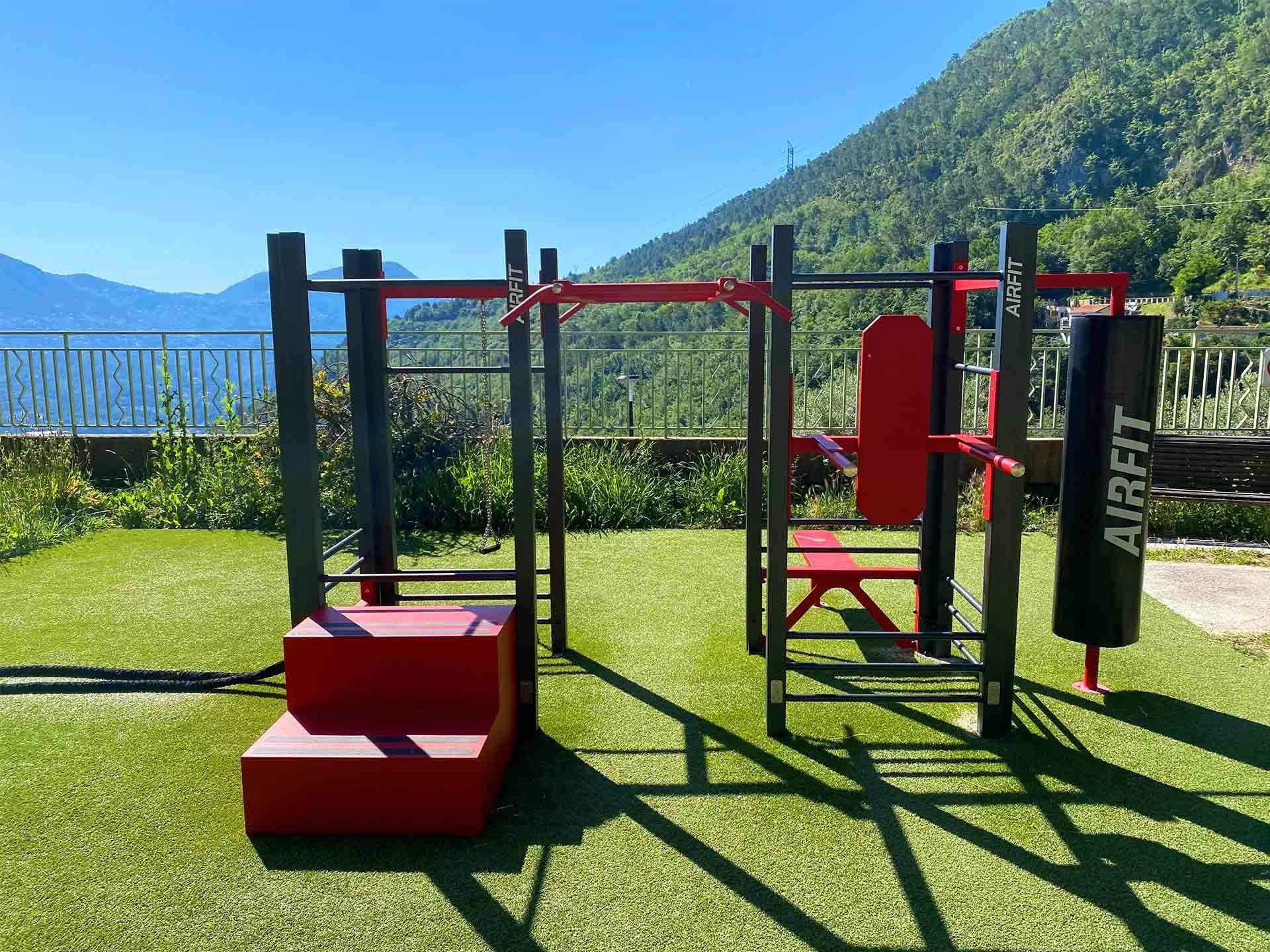 La Station de Fitness Connectée se situe sur une des terrasses du Broc avec vue sur les montagnes