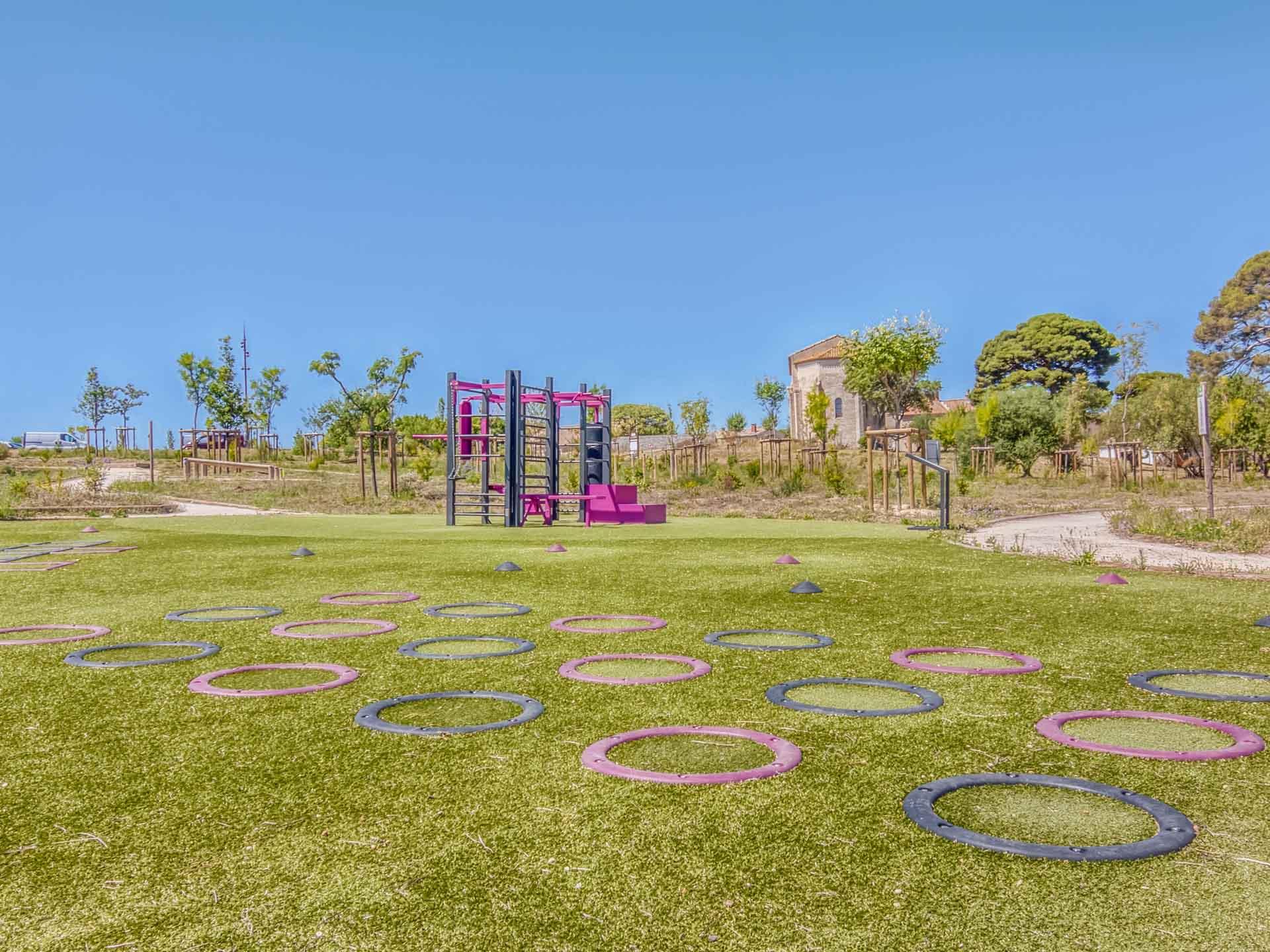Photos des anneaux de motricité sur l'aire de fitness de Béziers