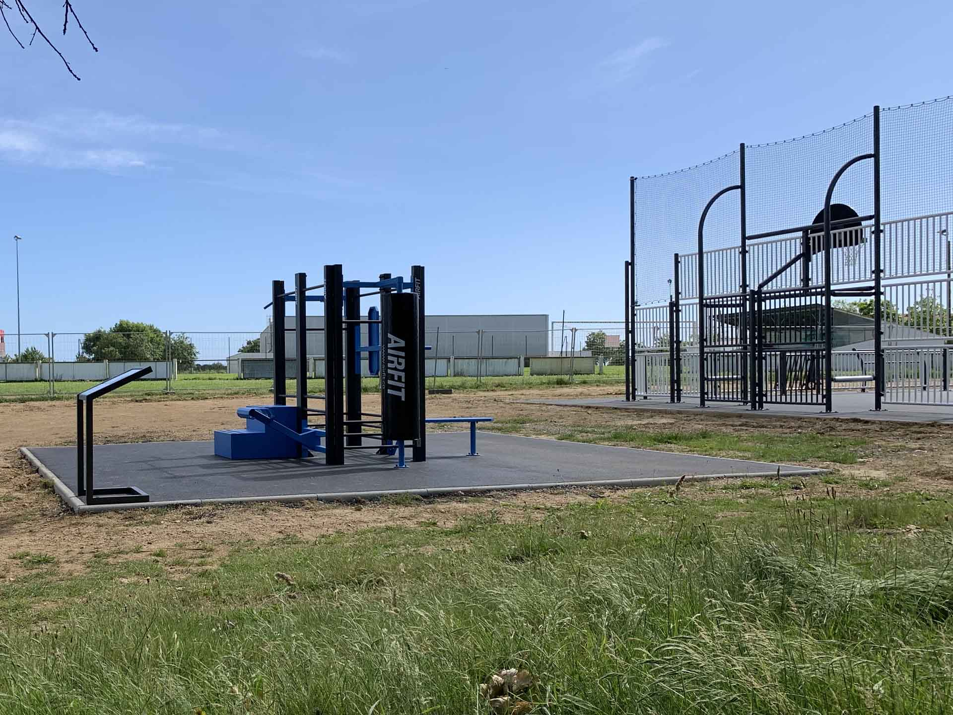 Photo de la station de fitness en accès libre à proximité du city-stade de Talmont Saint Hilaire