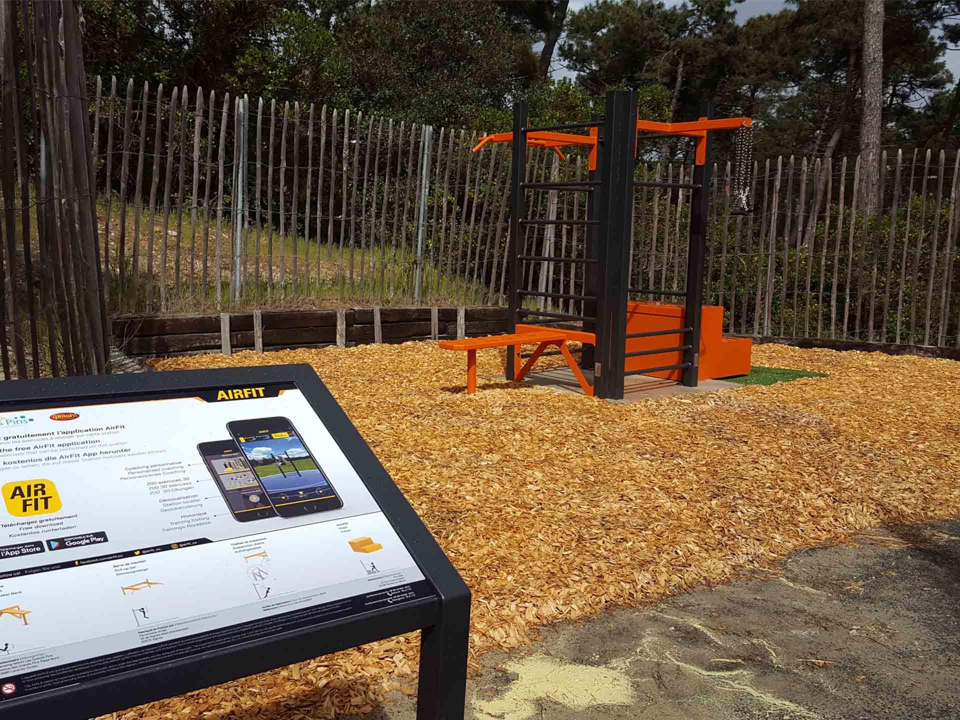 Photo de l'aire de fitness AirFit du Camping Yelloh Village de Lacanau