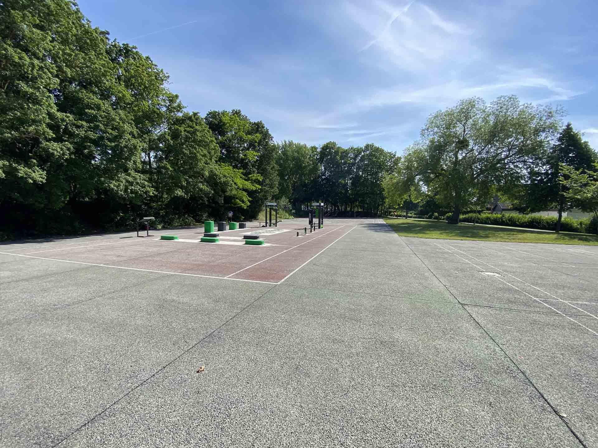 Photo du matériel de sport en extérieur du parc Saint John Perse de Reims