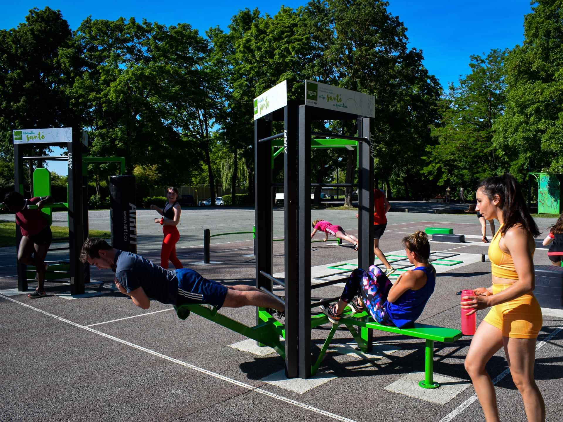 Photo d'un cours collectif de sport à l'aire de fitness AirFit de Reims
