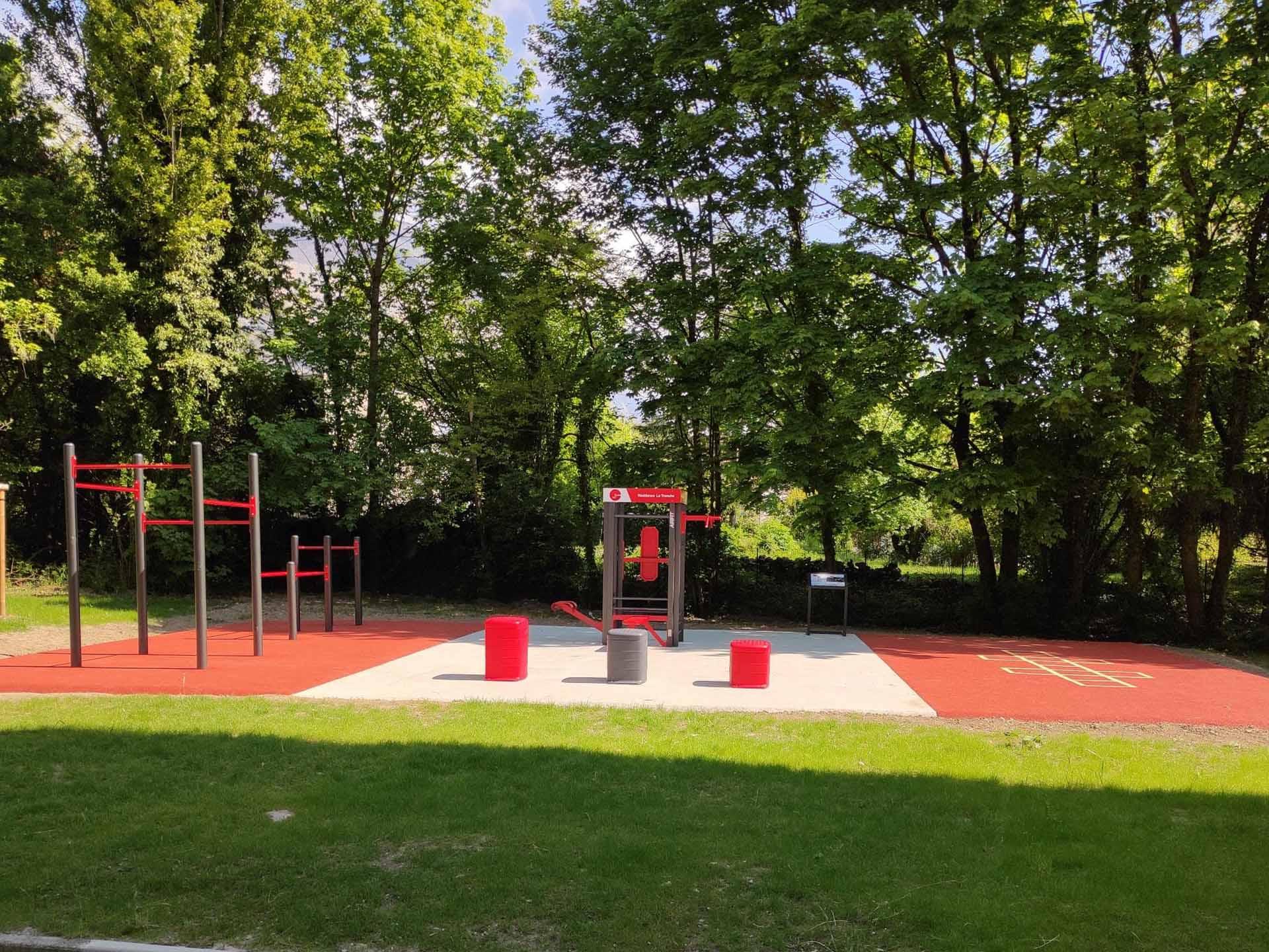 Photo de l'aire de fitness en extérieur de la Résidence de La Tronche