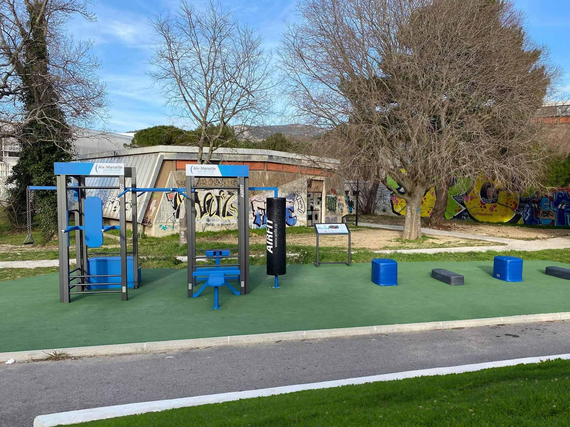 Photo des équipements sportifs plein air du campus Luminy