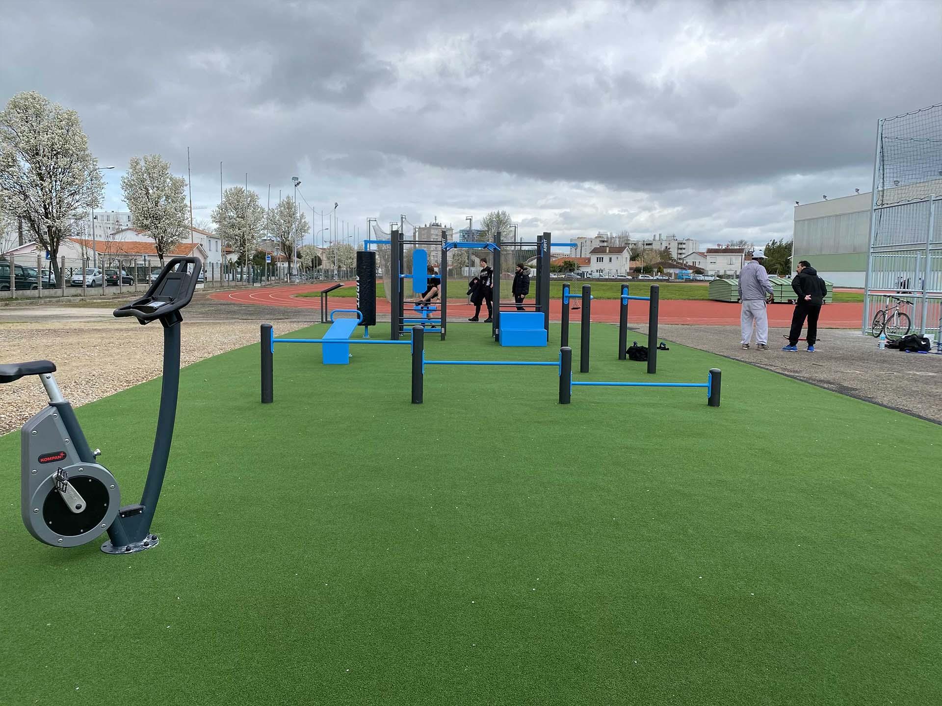 Photo du plateau sportif à côté de la piste d'athlétisme du Complexe Duhourquet