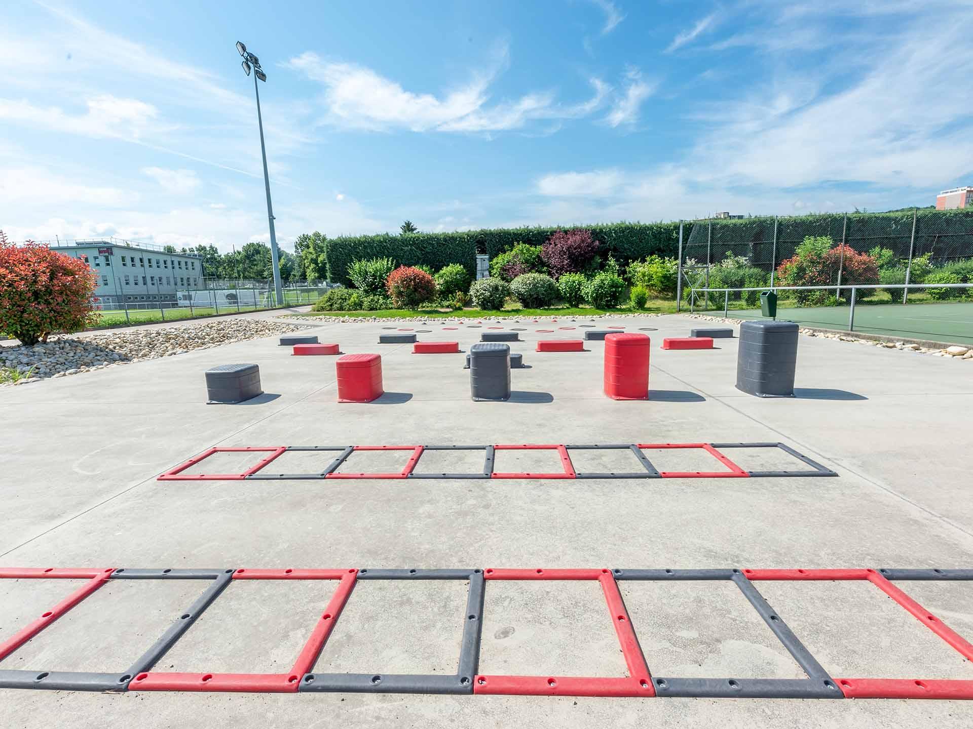 Photo des éléments de motricité de l'aire de fitness du stade de l'Etivallière