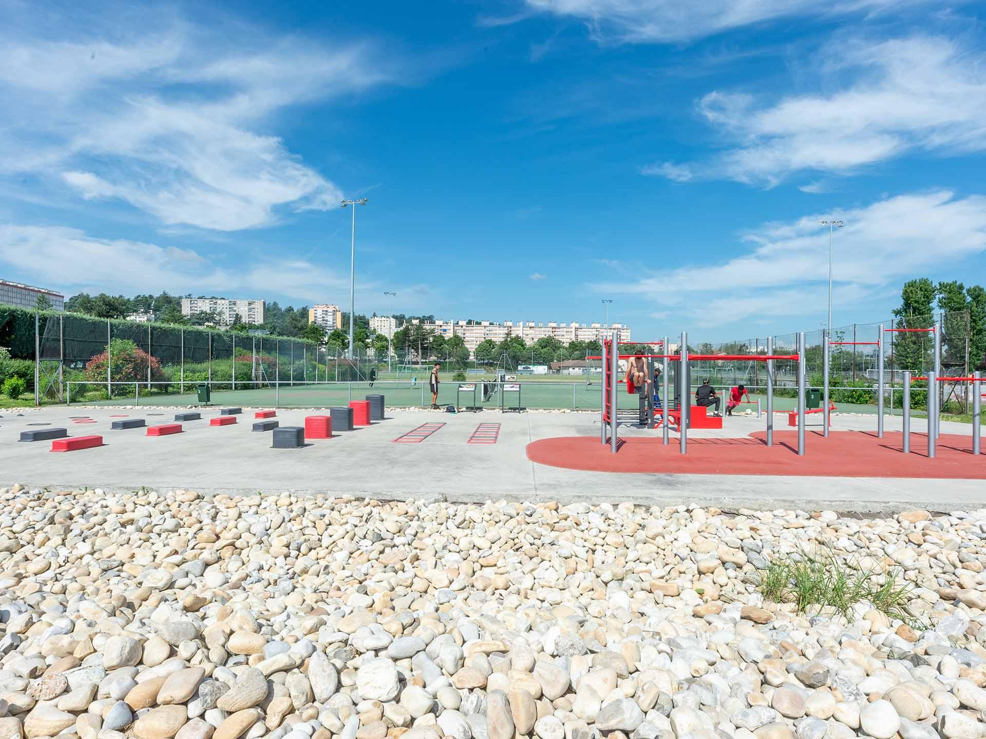 Photo de l'aire de fitness en extérieur du Stade de l'Etivallière - Saint-Etienne
