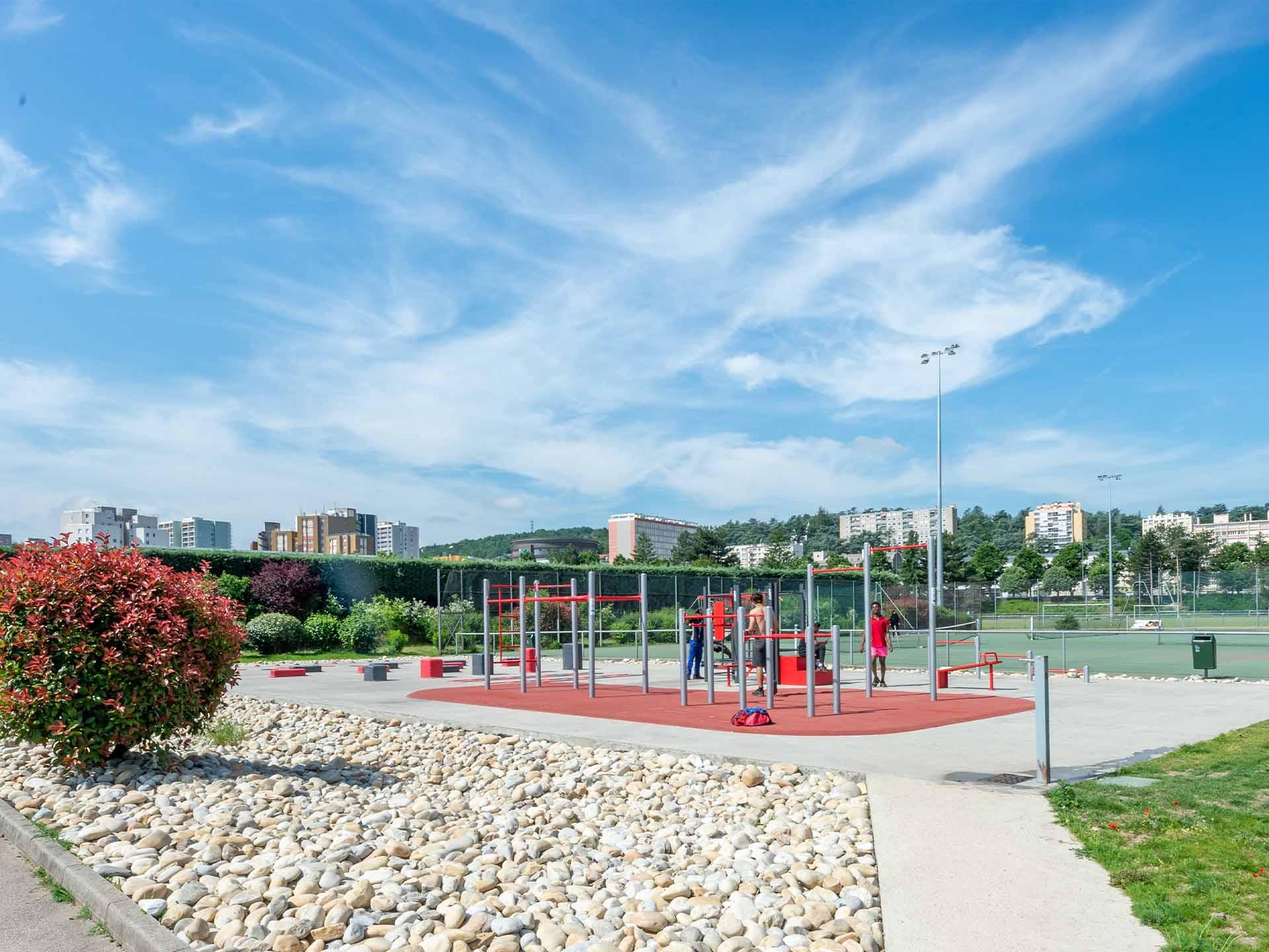 Photo des équipements sportifs en plein air du Stade de l'Etivallière - Saint-Etienne