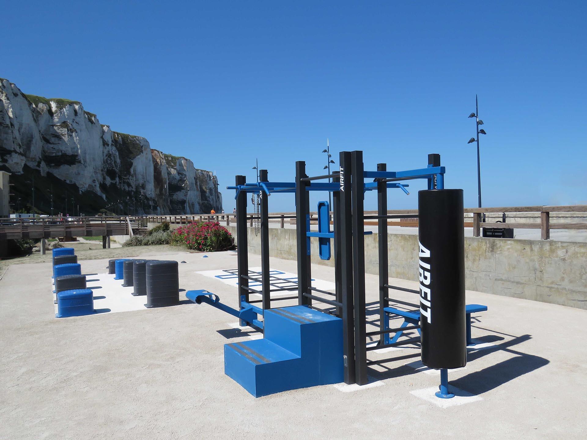 Photo de l'aire de Fitness en extérieur de l'esplanade Louis Aragon - Le Tréport