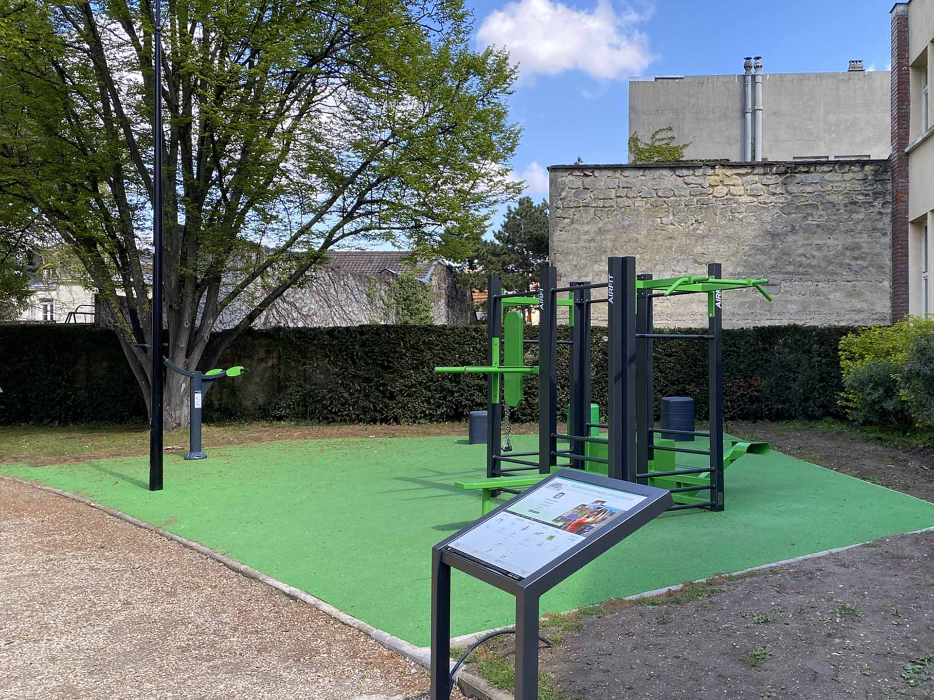 Photo de l'aire de fitness en extérieur du Parc des Anciennes Mairies - Nanterre