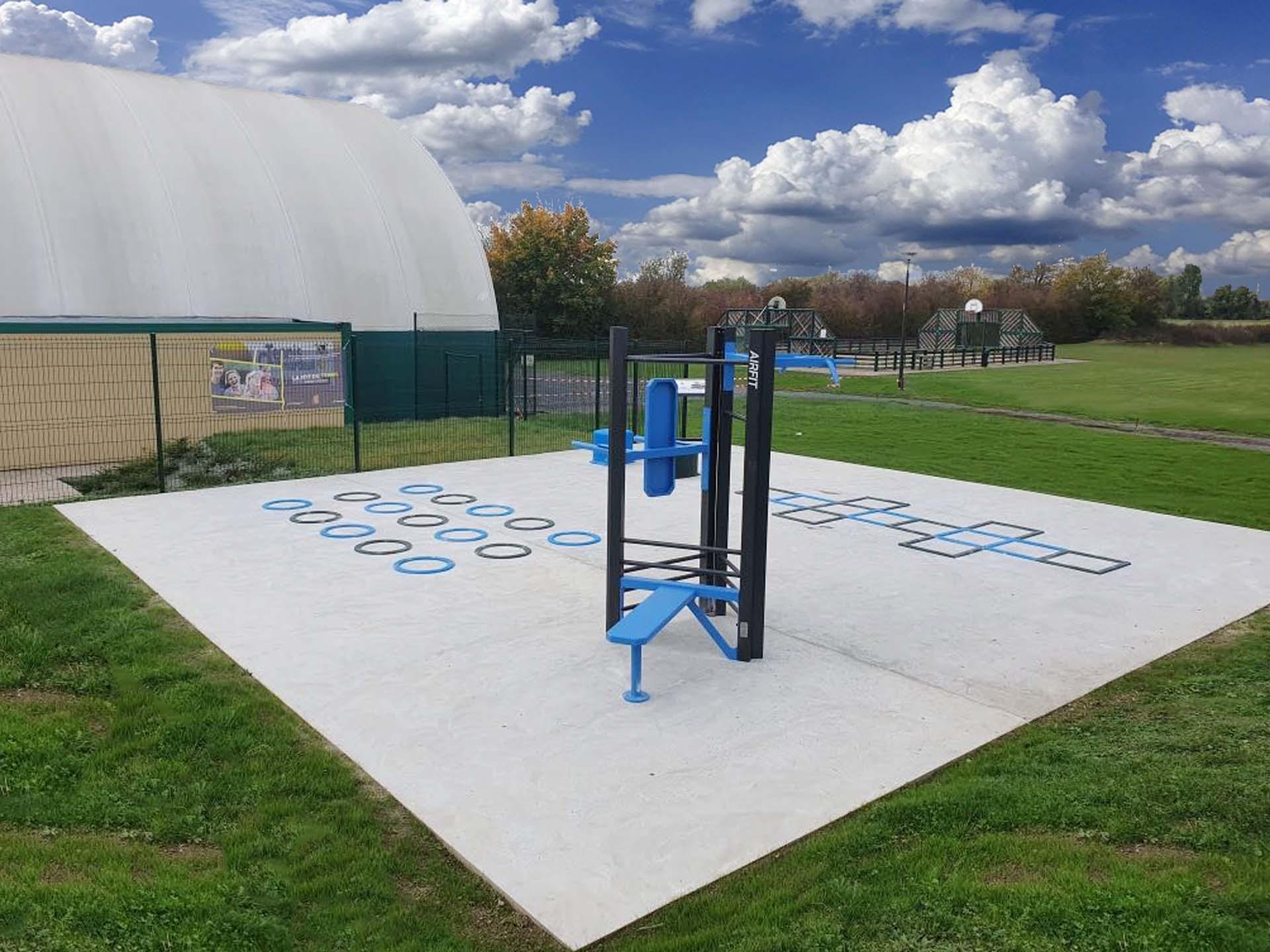Photo de l'aire de fitness en plein air de Mardeuil derrière le gymnase
