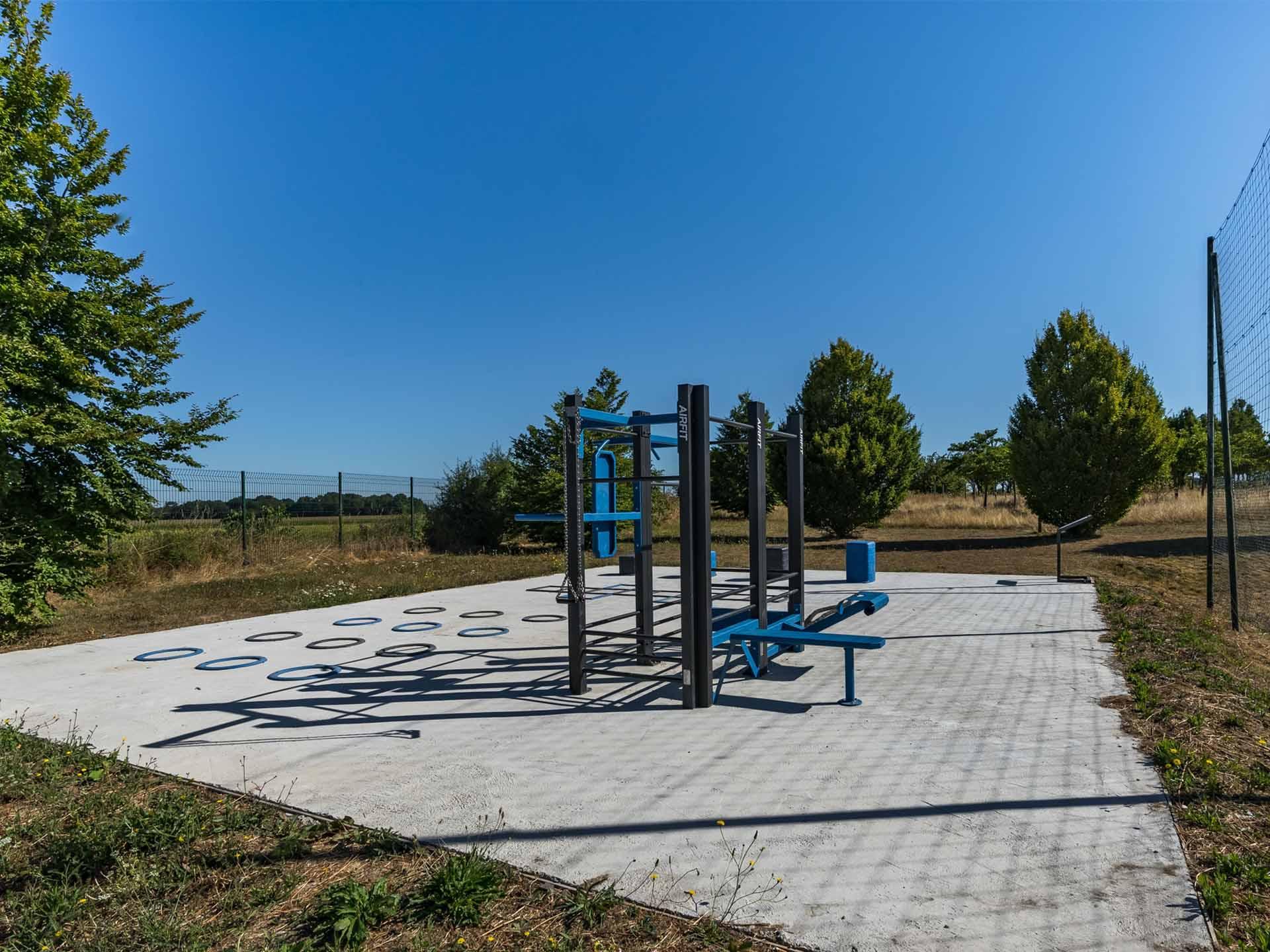 Photo de l'aire de sport de Verneuil l'étang - stade de foot