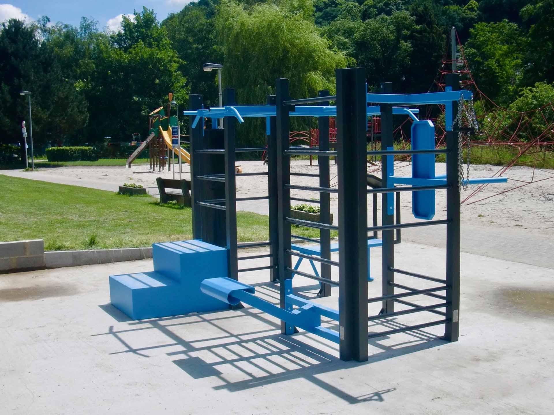Photo de l'aire de fitness en extérieur à la piscine de la ville d'Aywaille