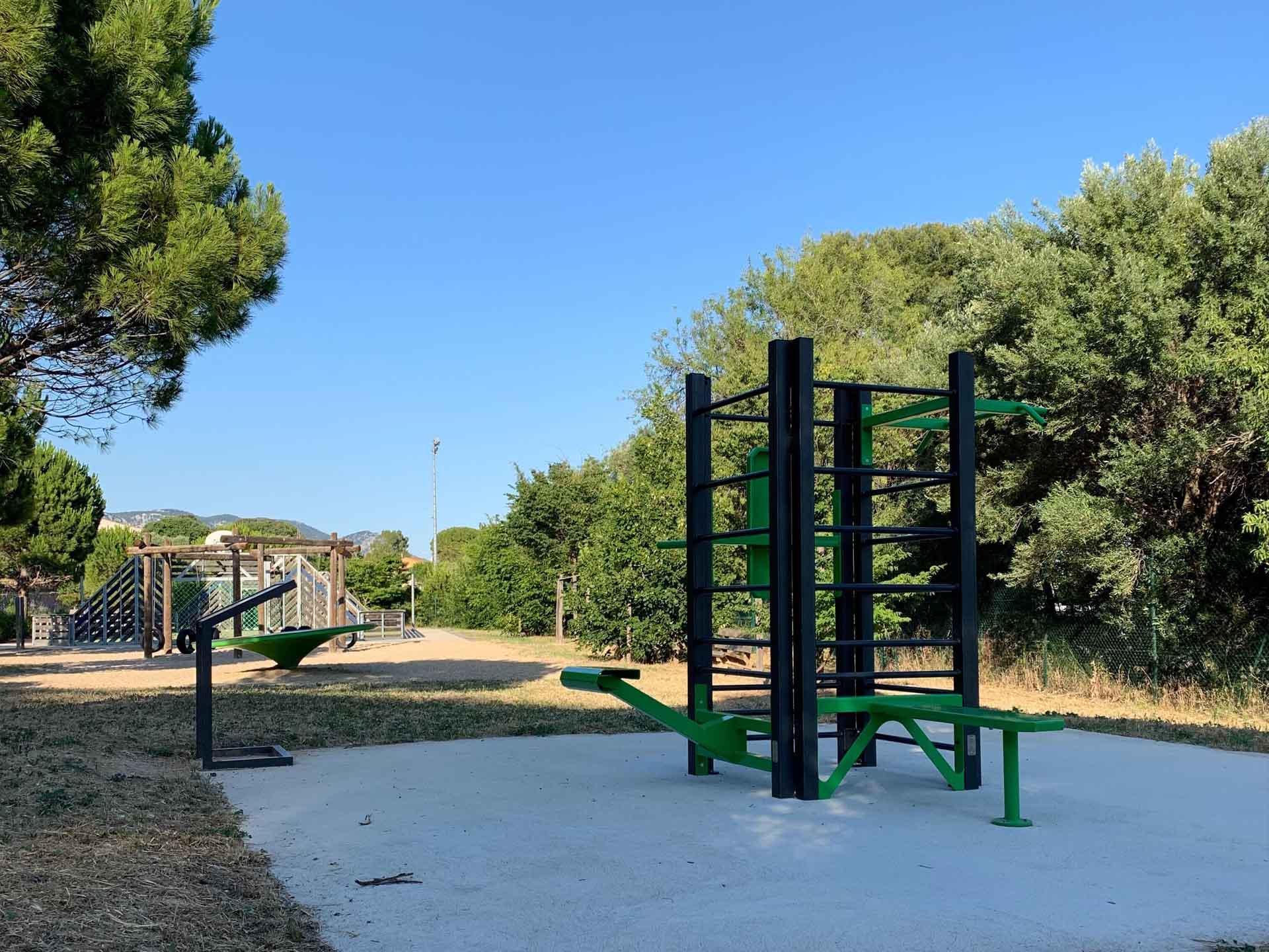 Photo de l'équipement sportif extérieur vert de la Castellane à Ollioules