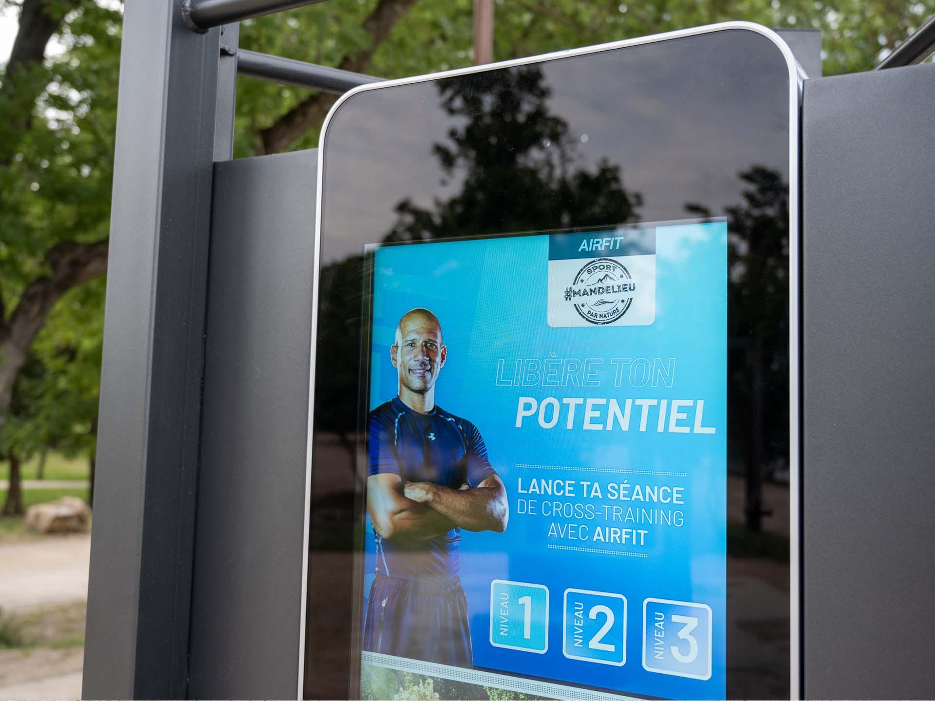 Photo de l'écran de la Borne Tactile AirFIt pour faire du sport à Mandelieu