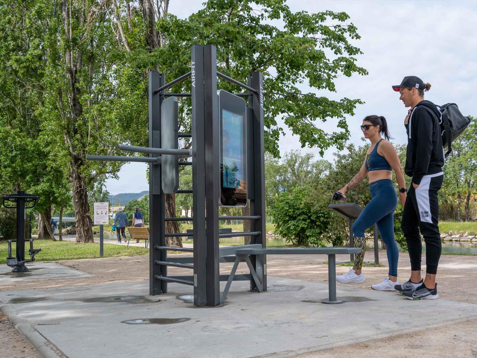 Photo de l'aire de fitness avec la borne tactile AirFit à Mandelieu-la-Napoule