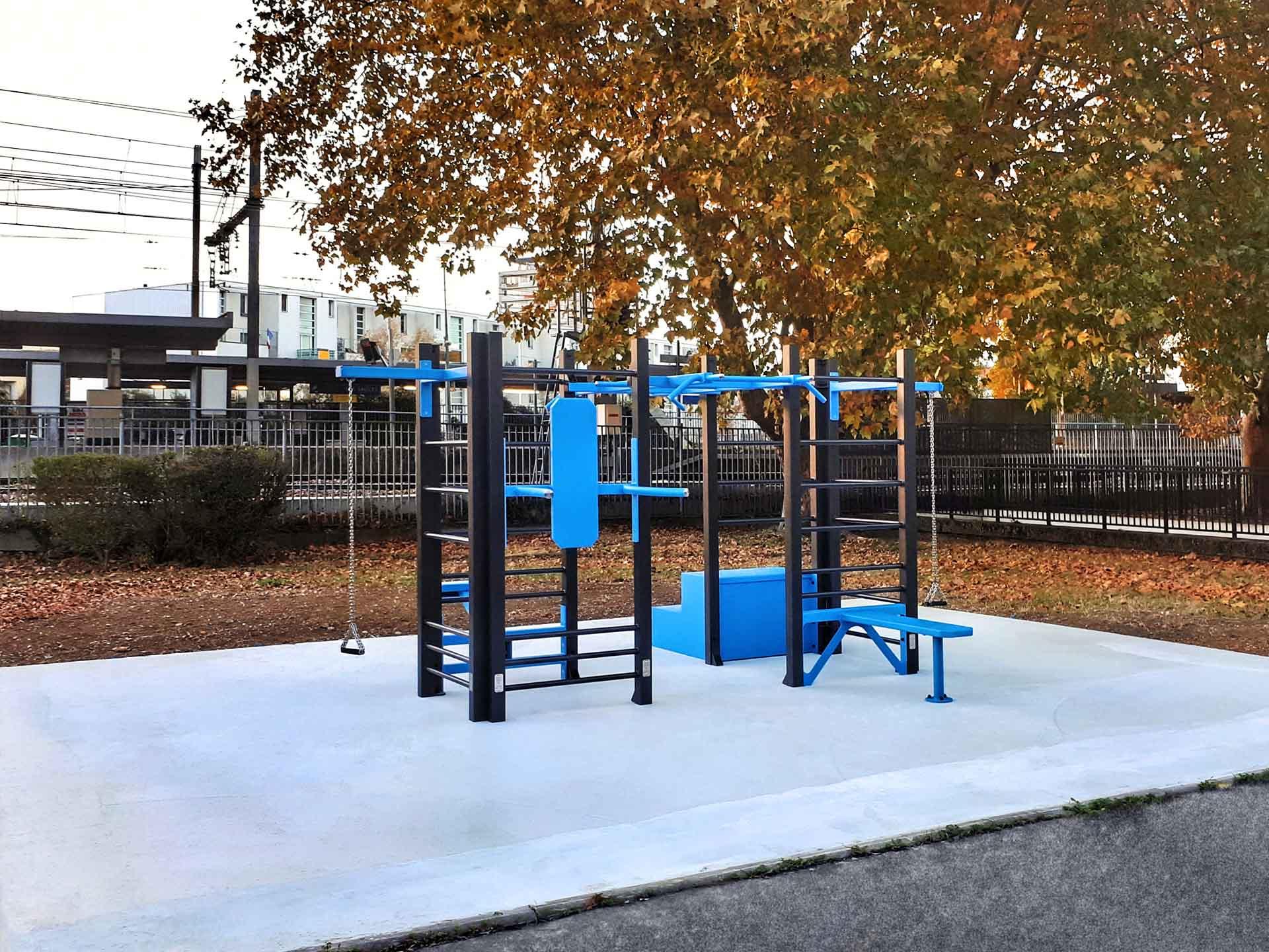 Photo de l'aire de fitness en extérieur de la gare des Saules à Orly