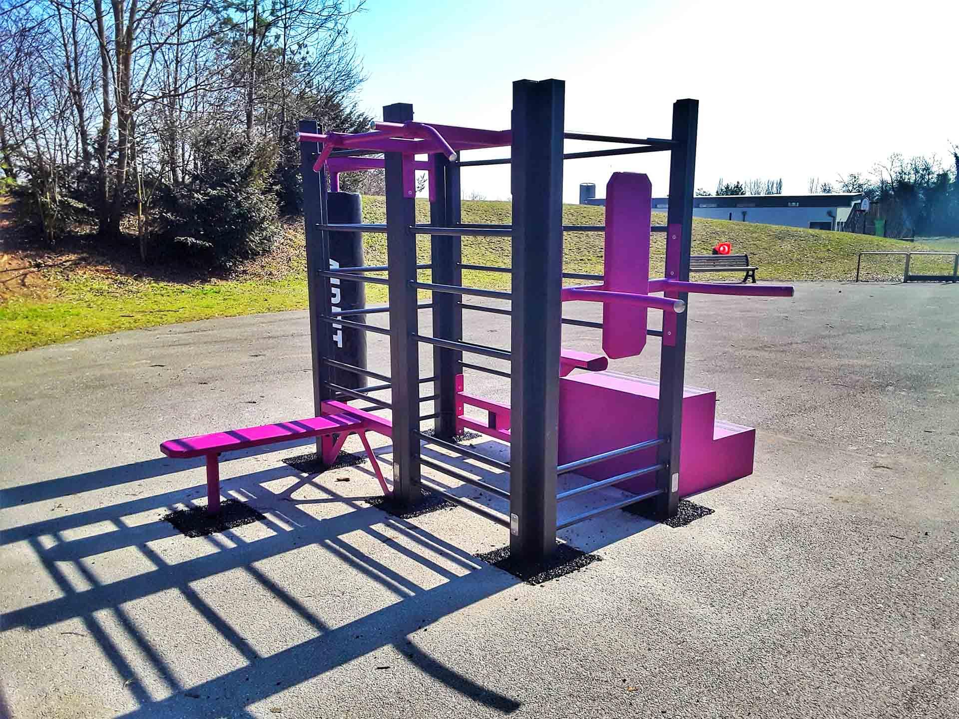 Photo de l'aire de fitness en extérieur dans la ville de Thoiry