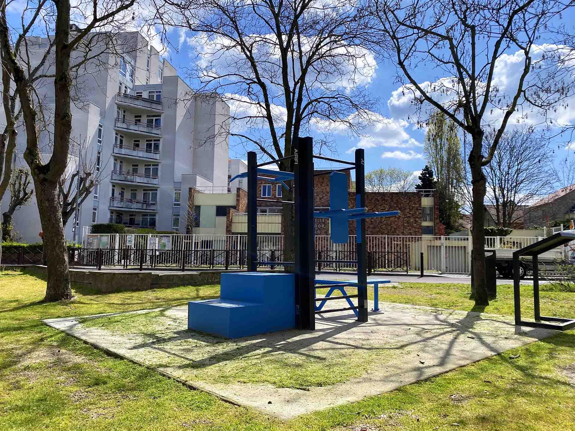 Photo de l'aire de fitness connectée du Square Georges Brassens de Houilles