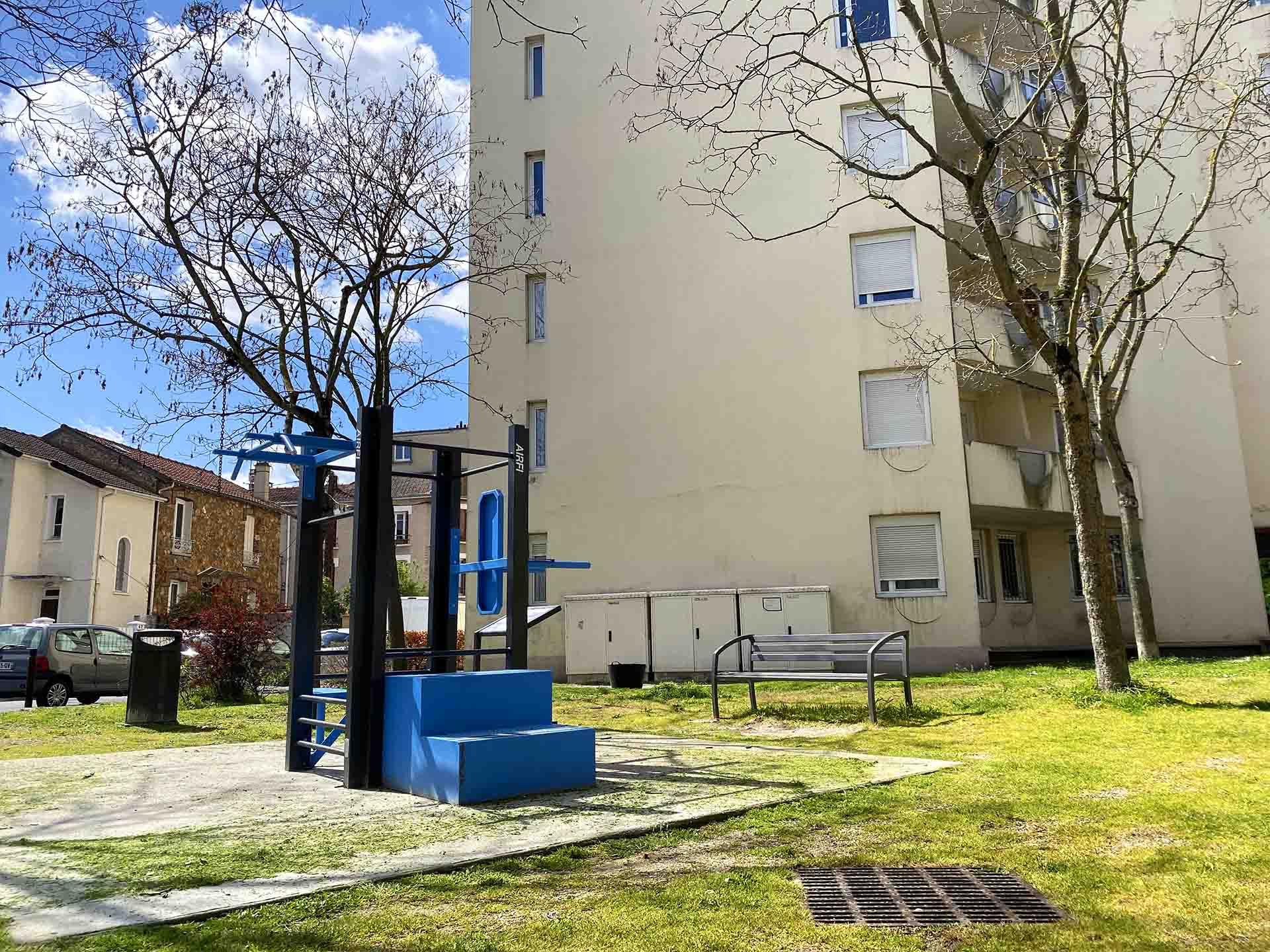 Photo de l'équipement sportif en extérieur bleu de Georges Brassens Houilles