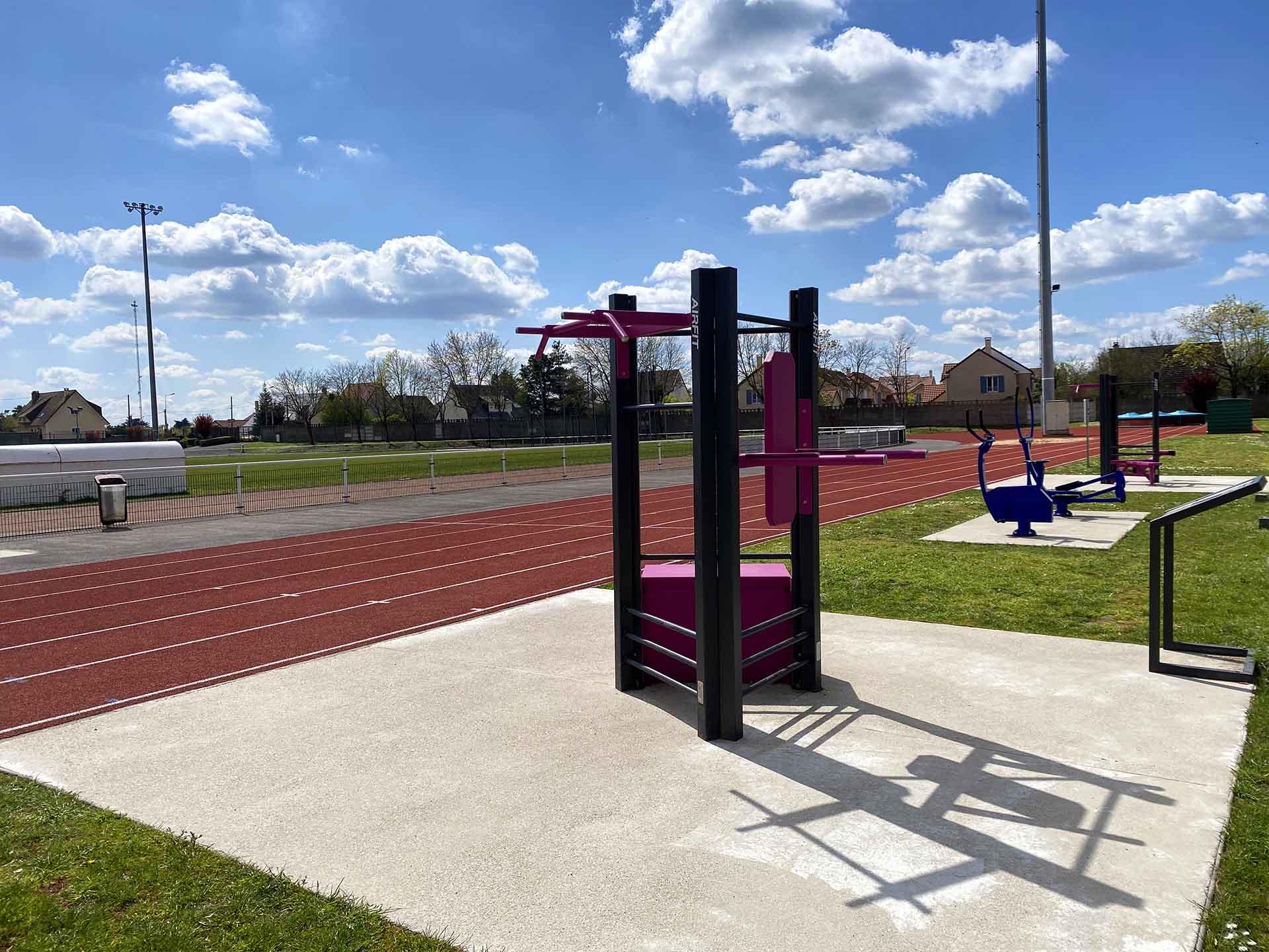 Photo des équipements sportifs roses de plein air au Stade Maurice Bacquet à Houilles